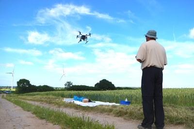 M210 Drohne Steuerer
