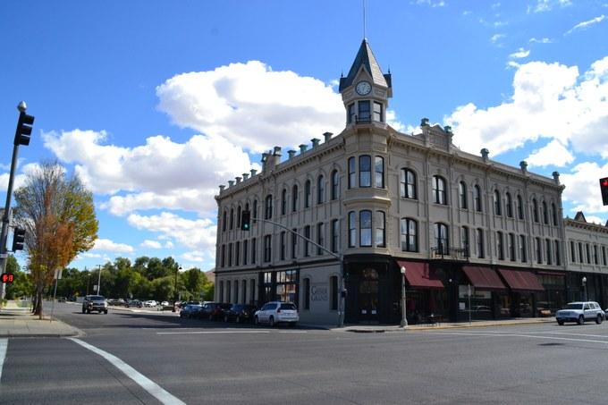 Abbildung 9: Das 1889 erbaute Geiser Grand Hotel, 1996 Main Street in Baker City.Quelle: Julian Schnaedelbach 2016