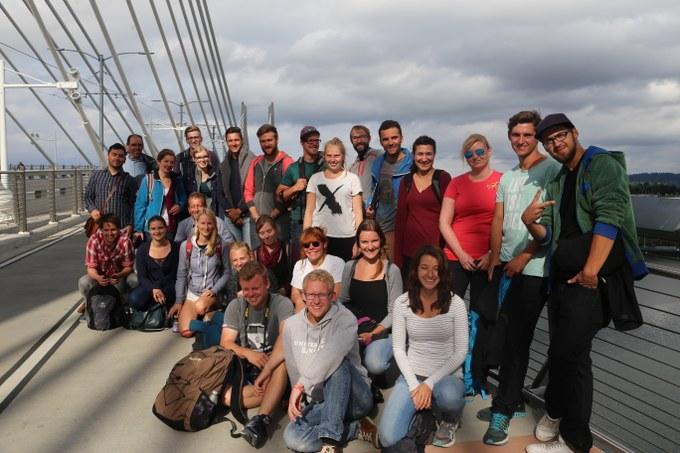 Abbildung 7: Gruppenfoto auf der Tilikum Crossing. Quelle: Hillringhaus 2016