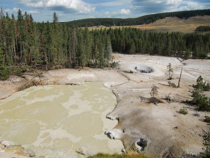 Abbildung 18: Sulphur Caldron nahe der Fishing Bridge. Quelle: Kempke 2016