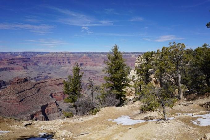 Abbildung 2: Ein Blick vom Rim Trail auf die Canyonlandschaft. Quelle: Groth 2018.