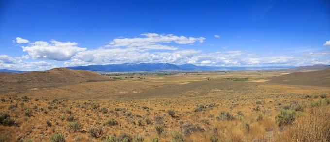 Abbildung 8: Ausblick auf das Tal zwischen den Elkhorn Mountains (im Westen) und den Wallowa Mountains (im Osten) vom Parkplatz des Interpretive Centers, Blickrichtung Nord-West.Quelle: Fritjof Busche 2016