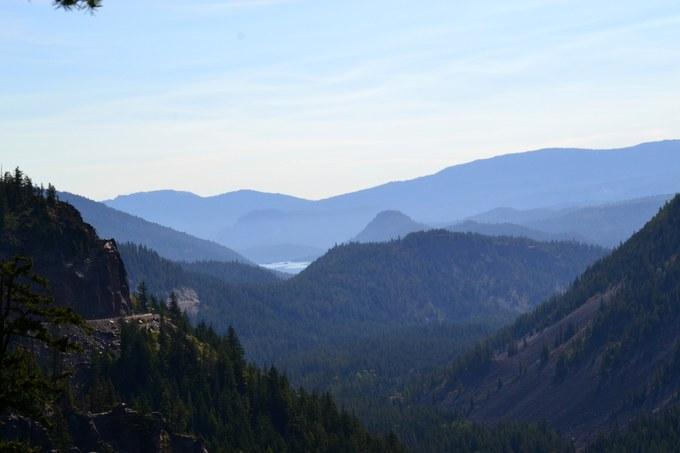 Abbildung 4: Vulkandome und Auffaltungen der Kaskadenkette westlich von Yakima. Foto: Schnädelbach 2016.