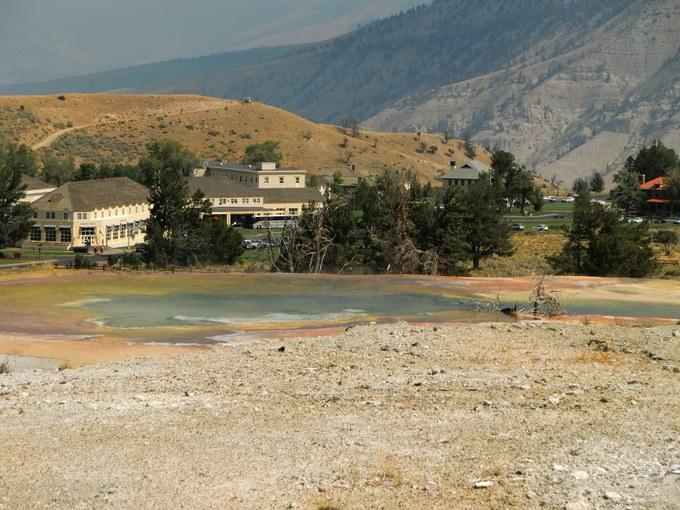 Abbildung 19: Thermalquelle der unteren Mammoth Springs Sinterterrassen. Quelle: Kempke 2016